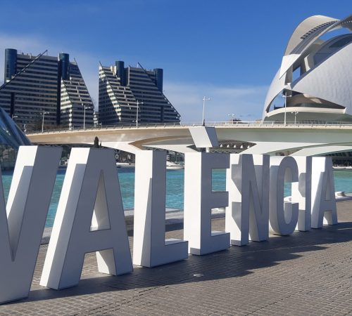 Pros and cons of moving to Valencia