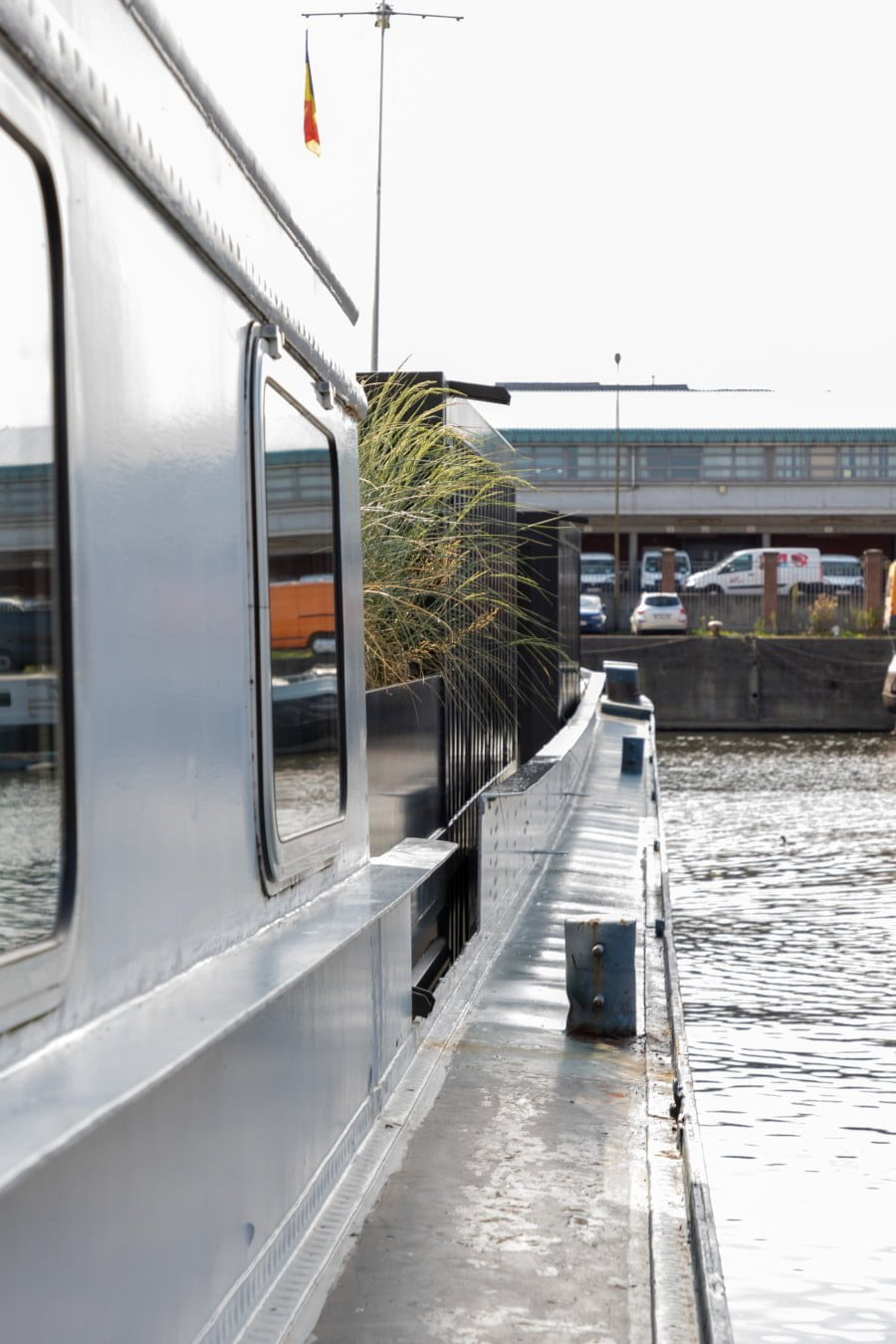 Houseboat loft for expats in Ghent