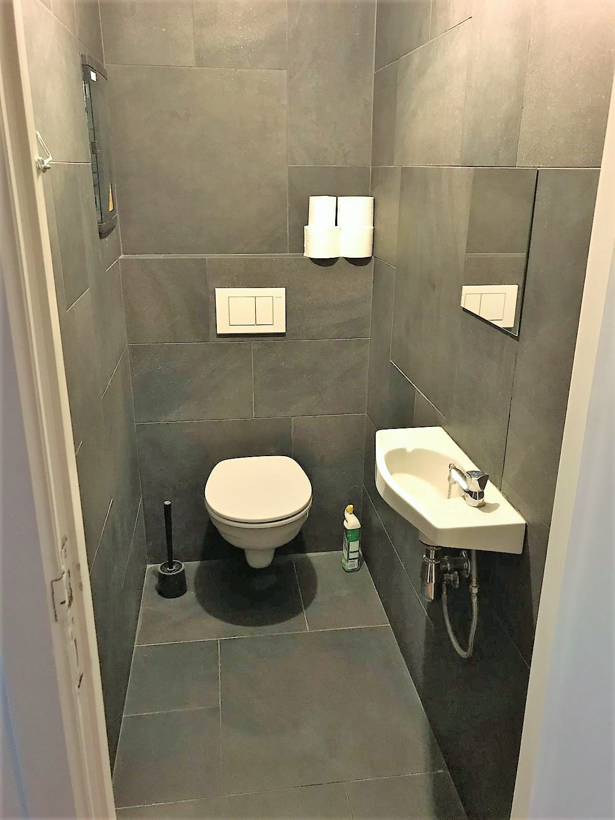 Toilet building workers accommodation antwerp port area by Globexs (15)