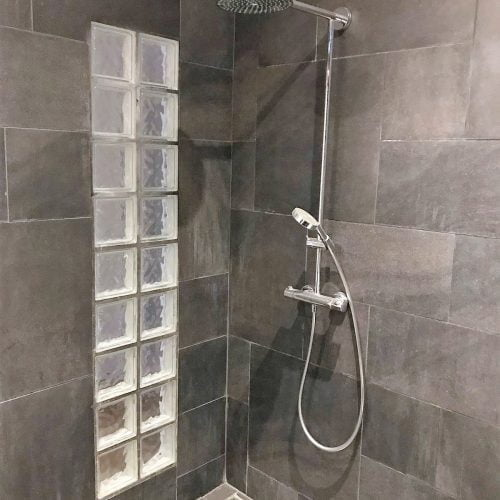 shower building workers accommodation antwerp port area by Globexs (15)