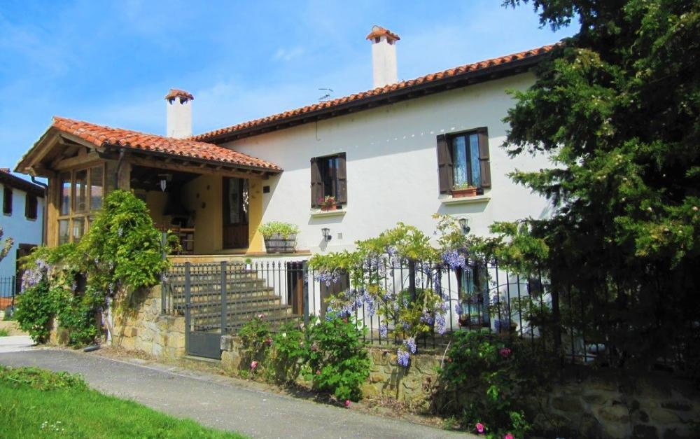 Large house for rent in Navarra