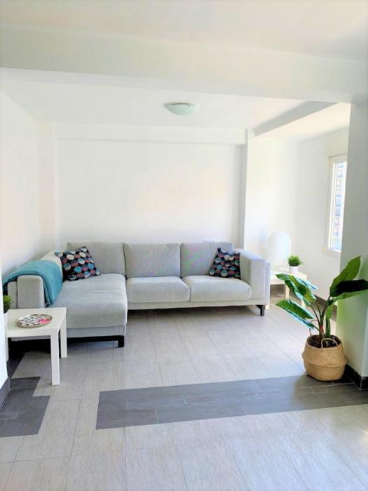Ausias March - Sunny rental apartment in En Corts Valencia