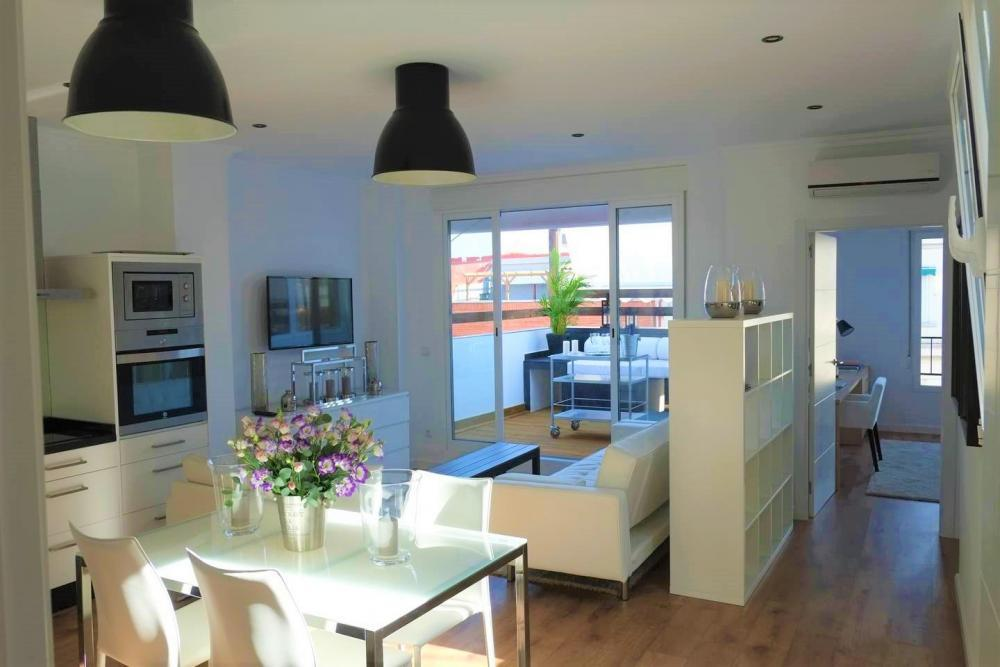 Nice Valencia apartment with terrace for rent