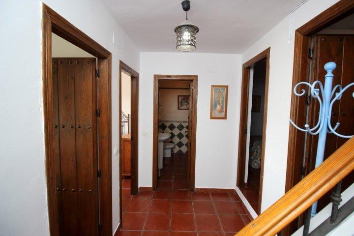 3 bedroom housing in Benajarafe