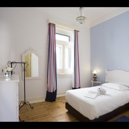 Serpa - Bedroom in a shared flat in Lisbon