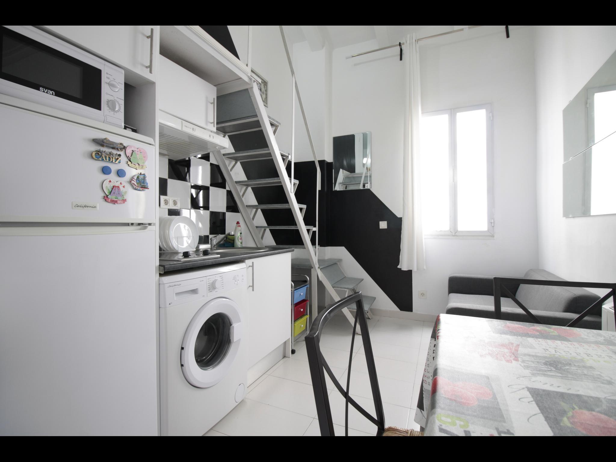 Zamora - Entry ready studio in Madrid