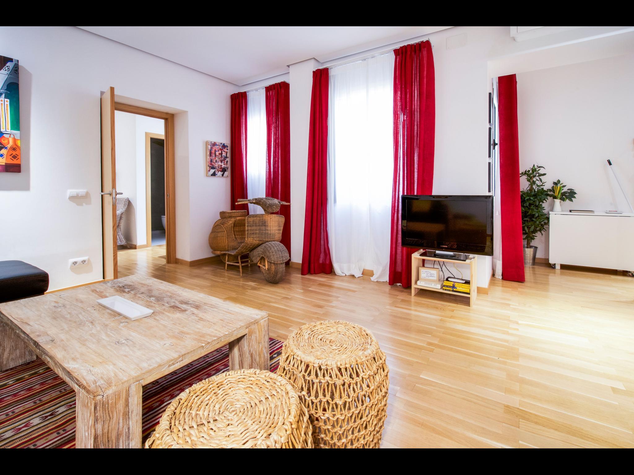 Spacious 2 bedroom luxury flat in Madrid