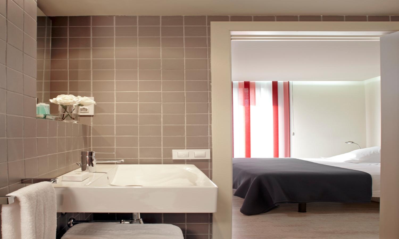 Triado is a 2 bedroom apartment in Barcelona. It is a modern furnished apartment in Barcelona.