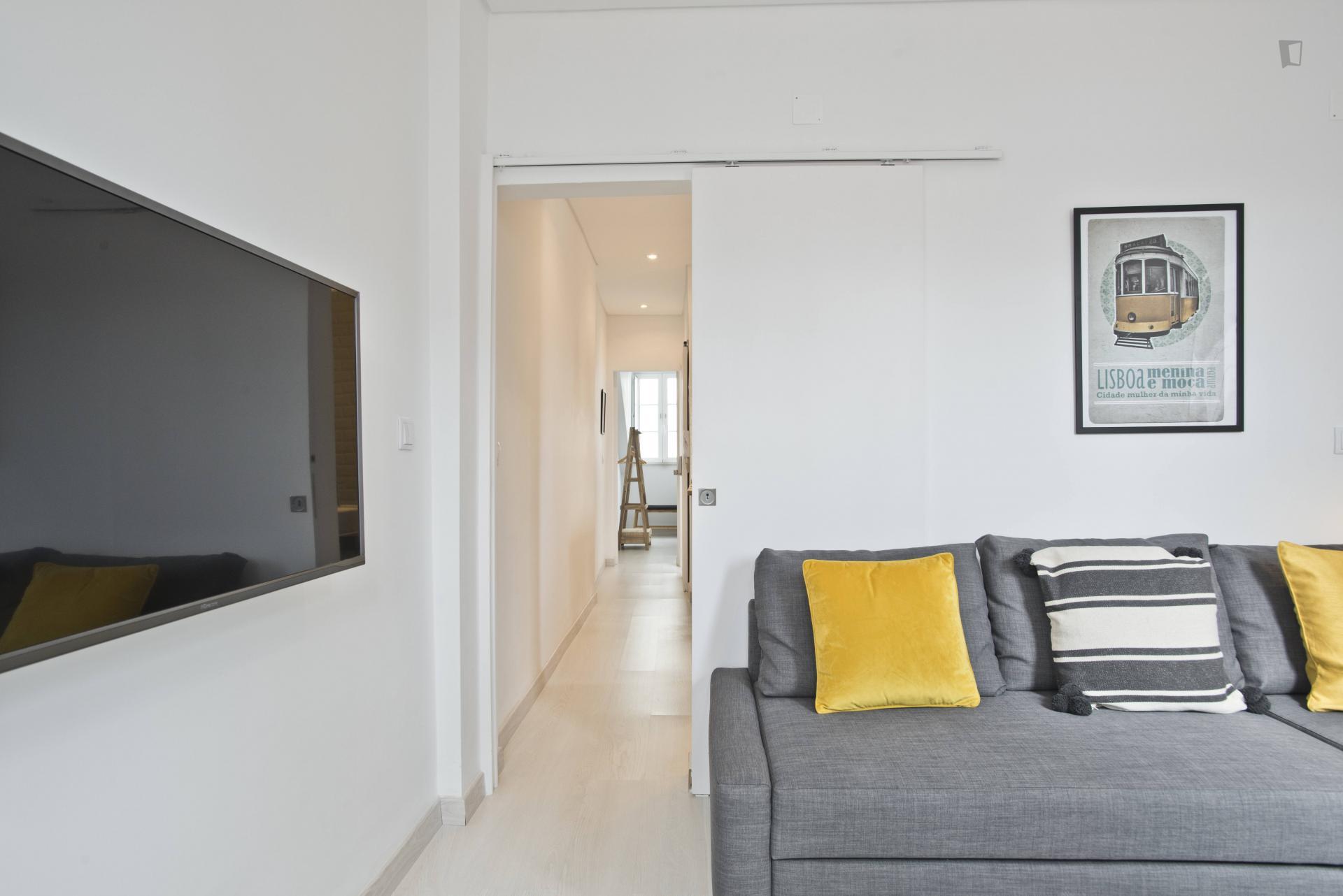 Almada- Up Scale 1 bedroom apartment Lisbon