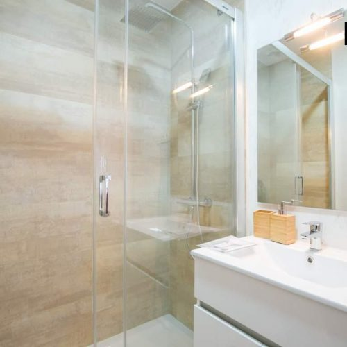 Cómoda habitación en un un piso compartido en Bilbao