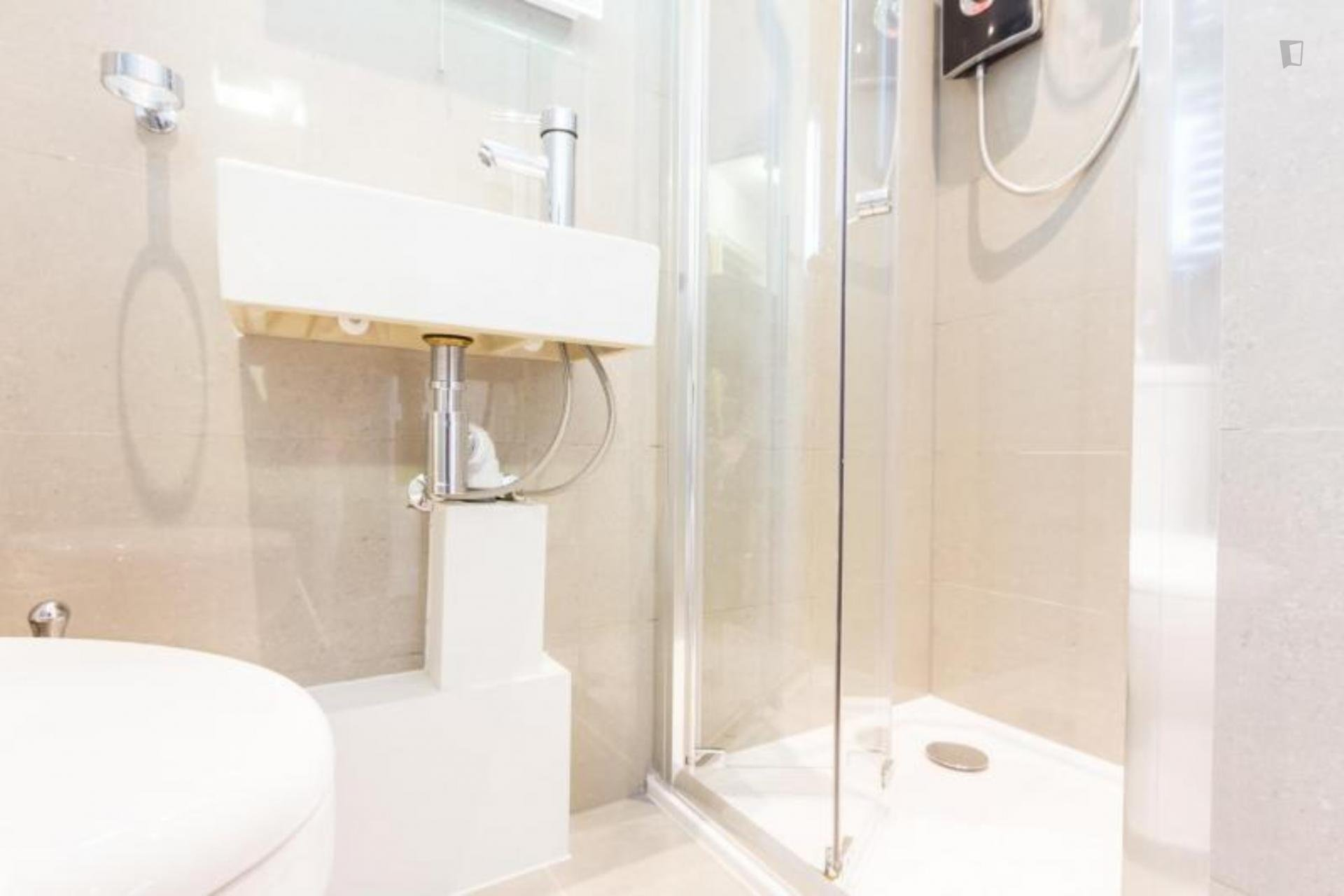 Inverness Elegant Studio Apartment in London- Globexs