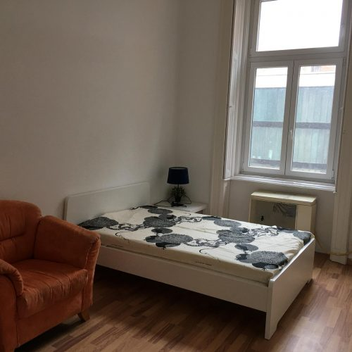Imre - Private bedroom in Budapest centre