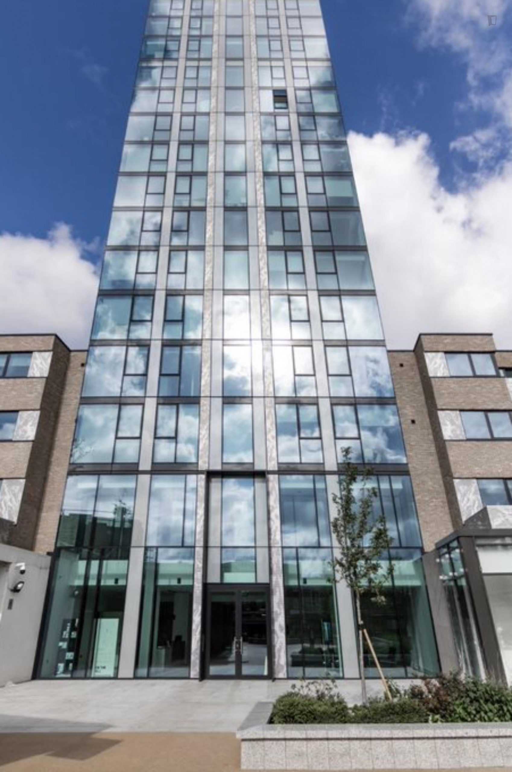 Hill- Luxurious One Bedroom Apartment in London