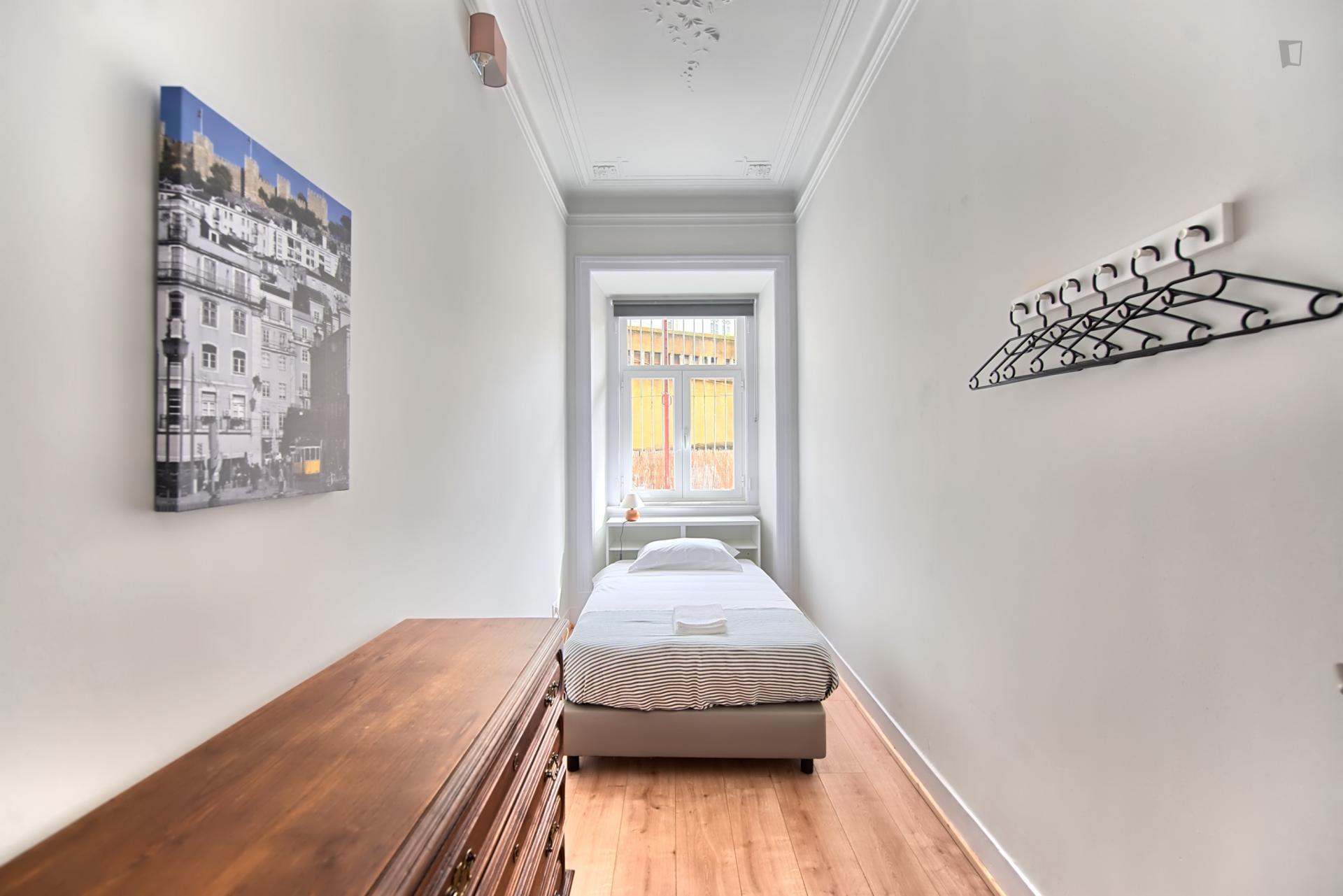 Almirante Reis 2- Spacious 6 Bedroom Apartment in Lisbon