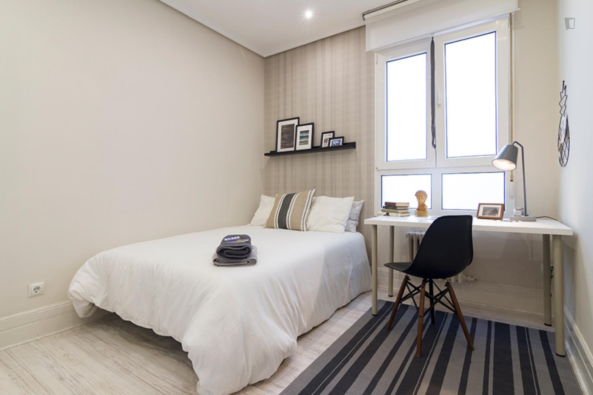 Kalea 3 - Modern bedroom in Bilbao