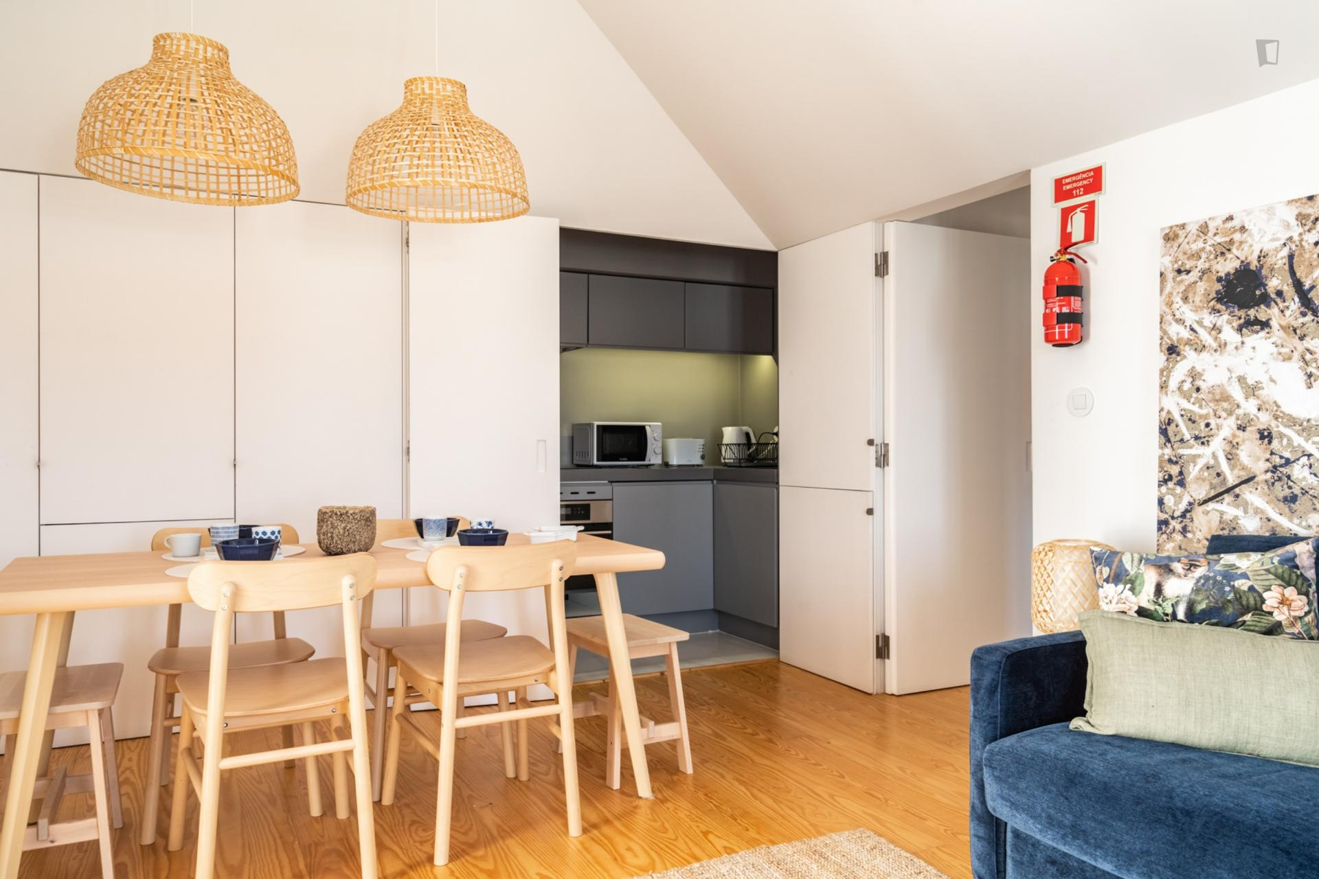 Manchester- Bright and Beautiful Apartment in Lisbon