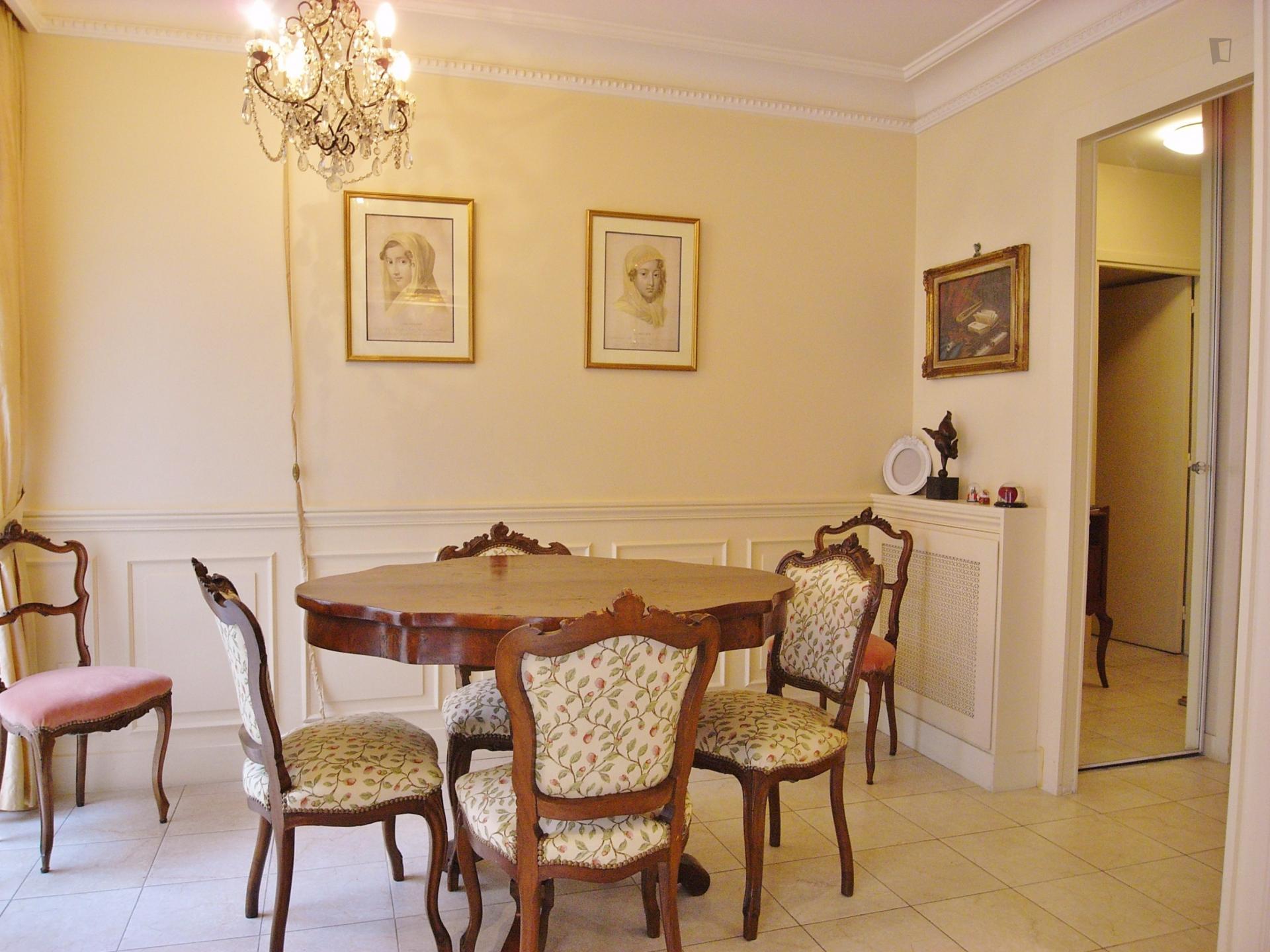 Posh apartment in central Paris