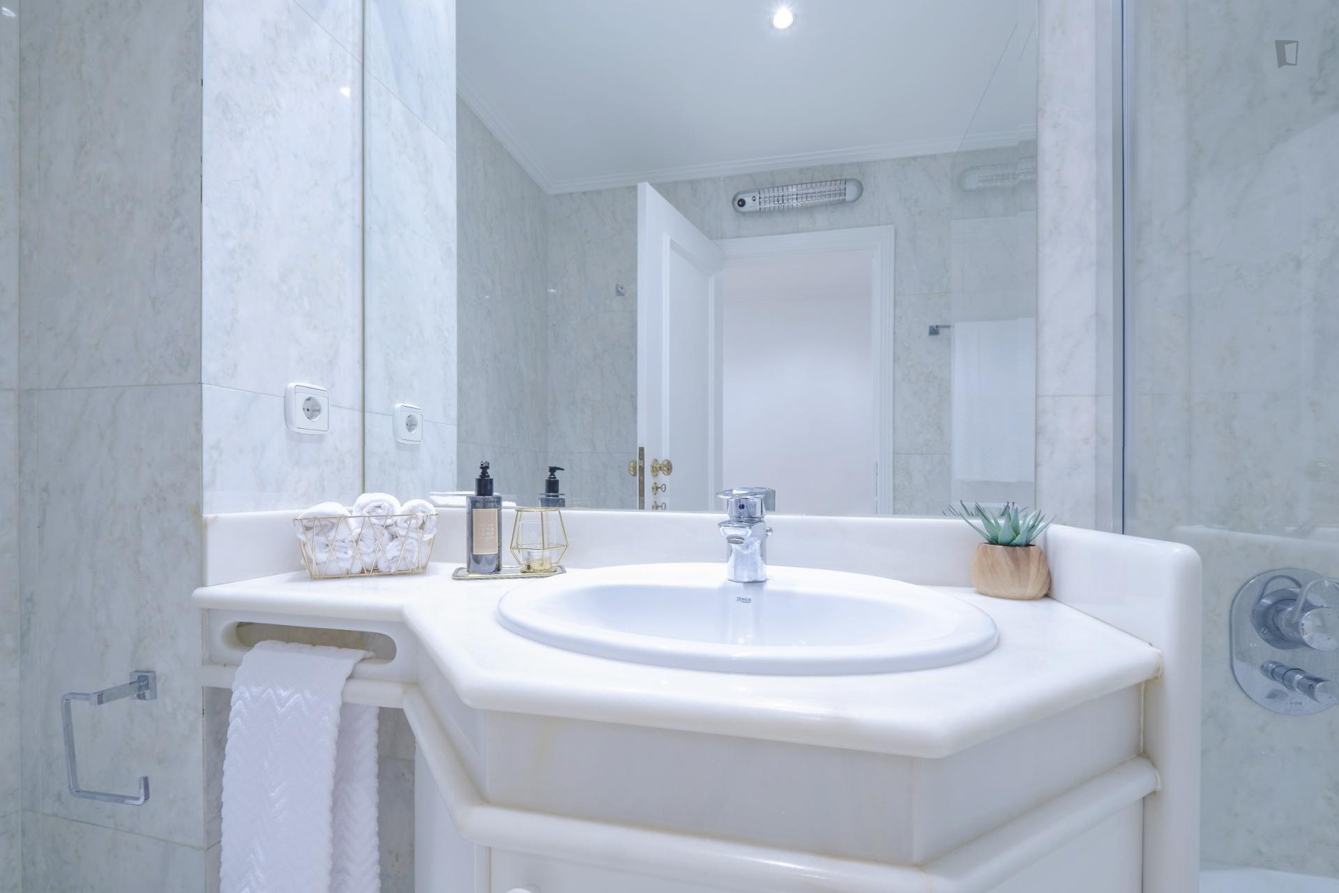 Valmor 2 - Clean and Luxurious apartment Lisbon