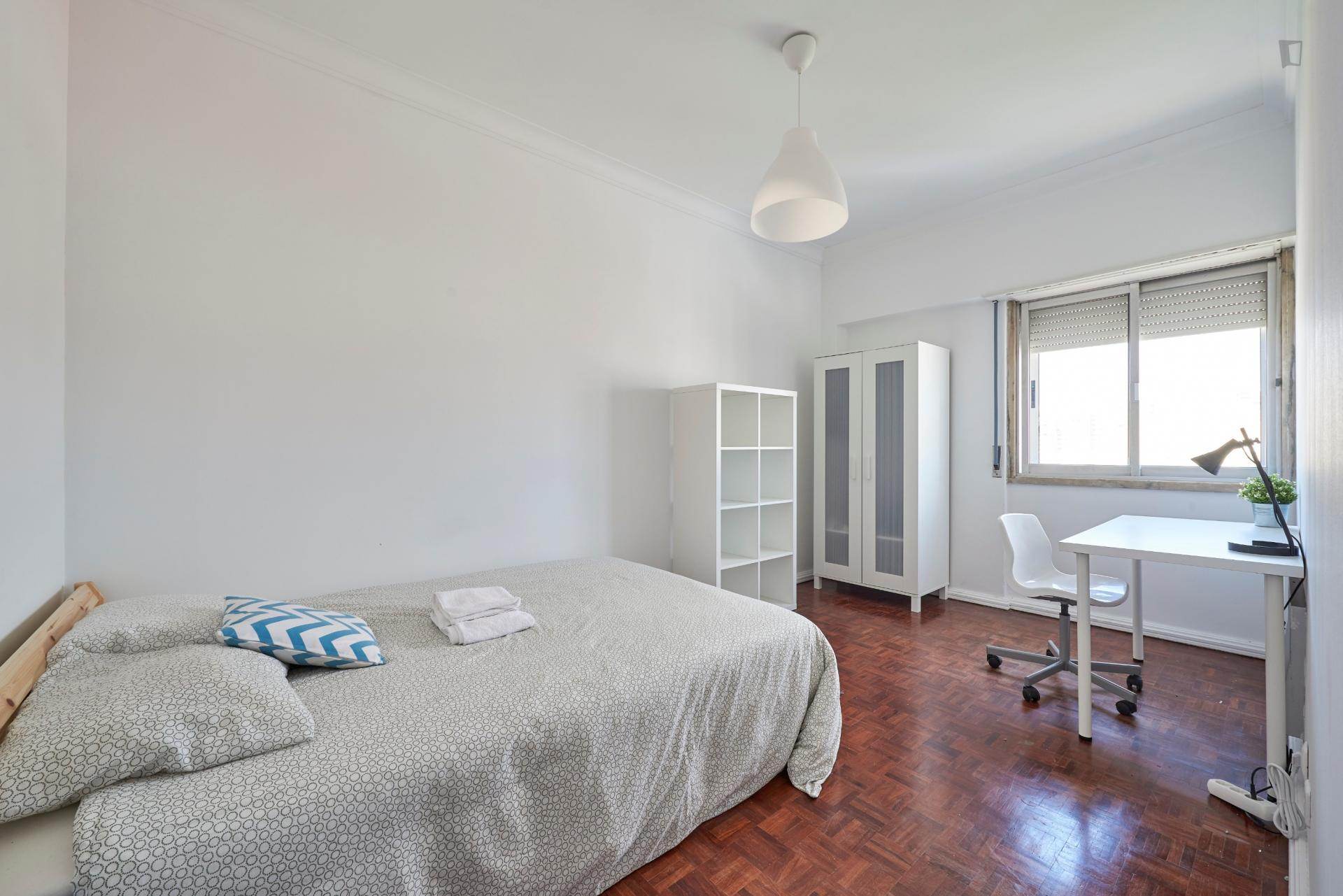 Almoster- Beautiful room in shared flat in Lisbon