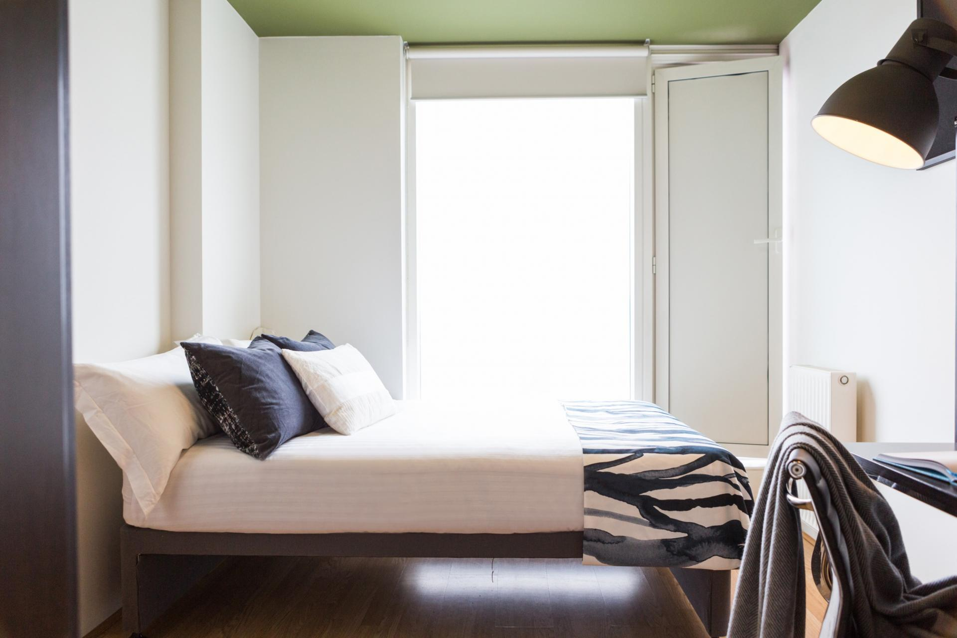 Liverpool - Single bedroom in London