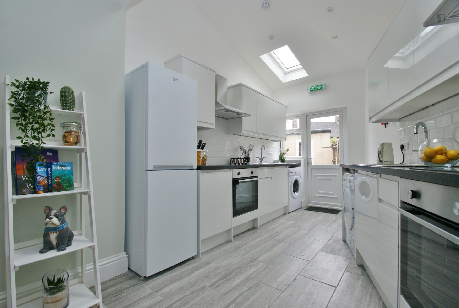 Cane Road - Double suite bedroom in London