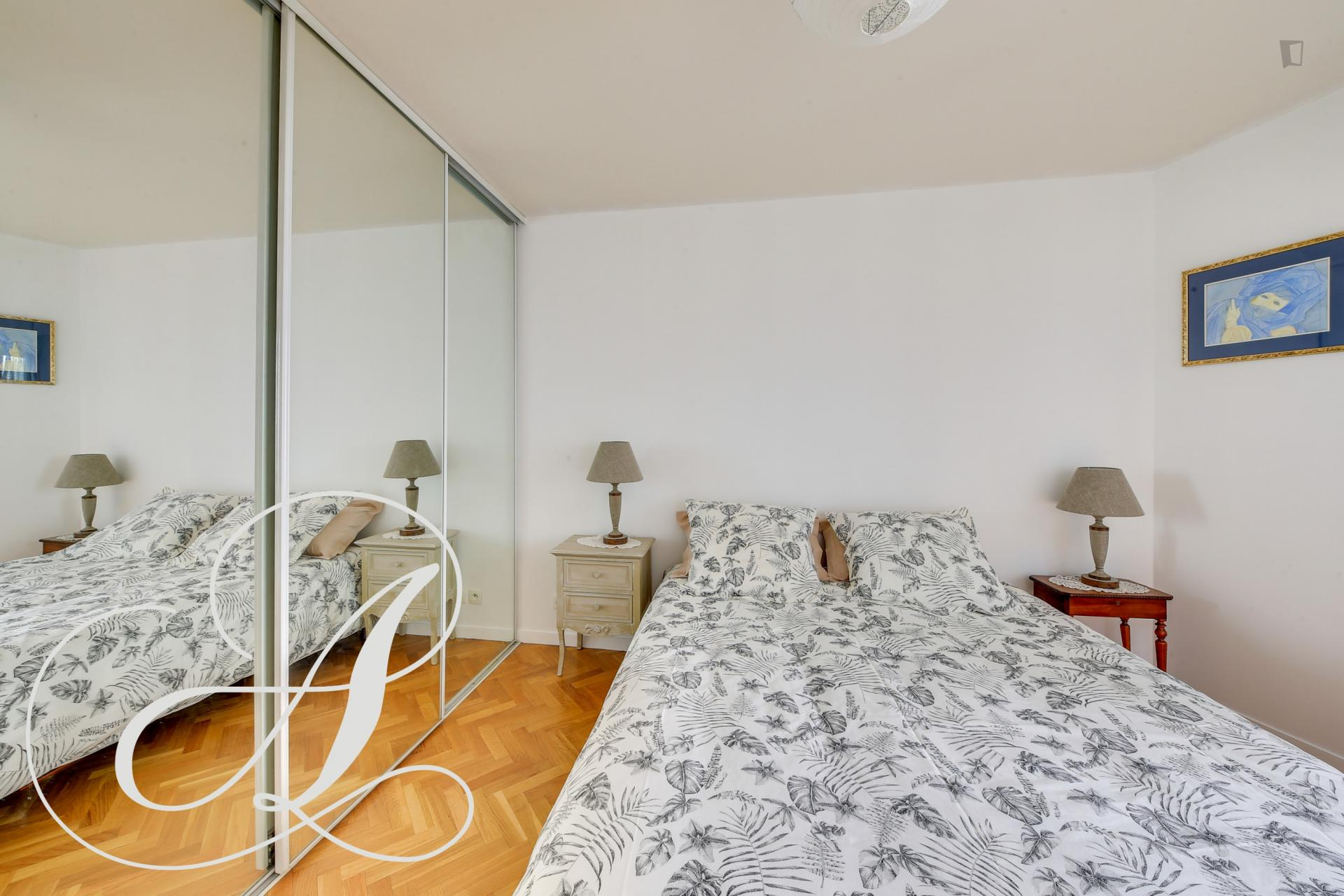 Vinaigriers- Comfortable and Nice Flat in Paris
