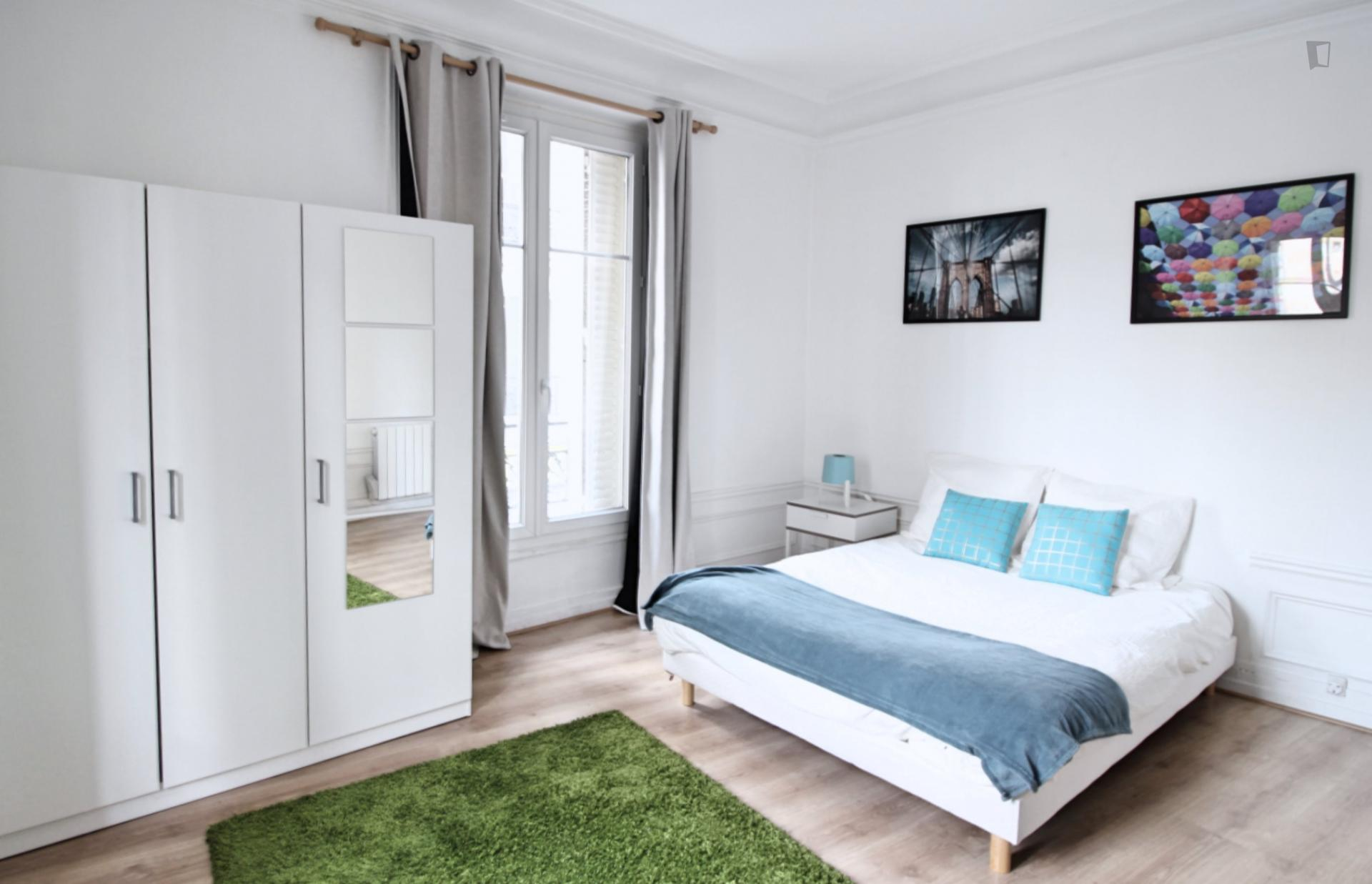 Chapelle - Double bedroom in an apartment in Paris