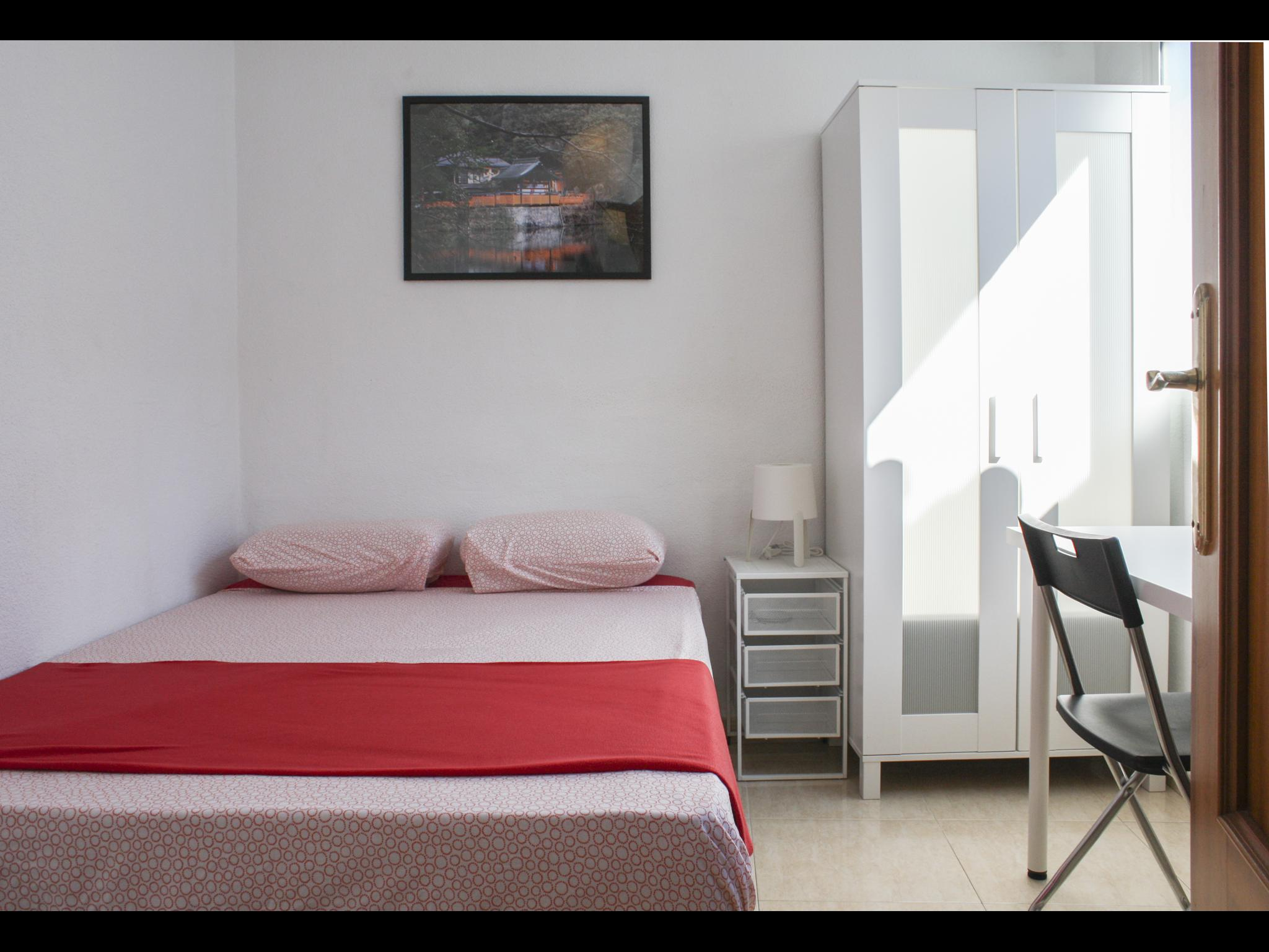 Convalecientes private room apartment in Málaga female only