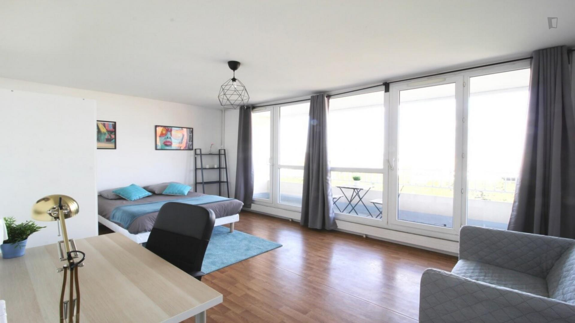Allende - Bedroom with a balcony in Paris