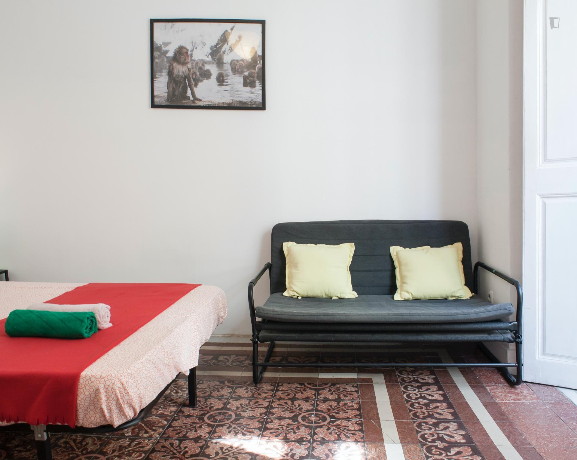 Comedias- Spacious Room for Expat in Malaga