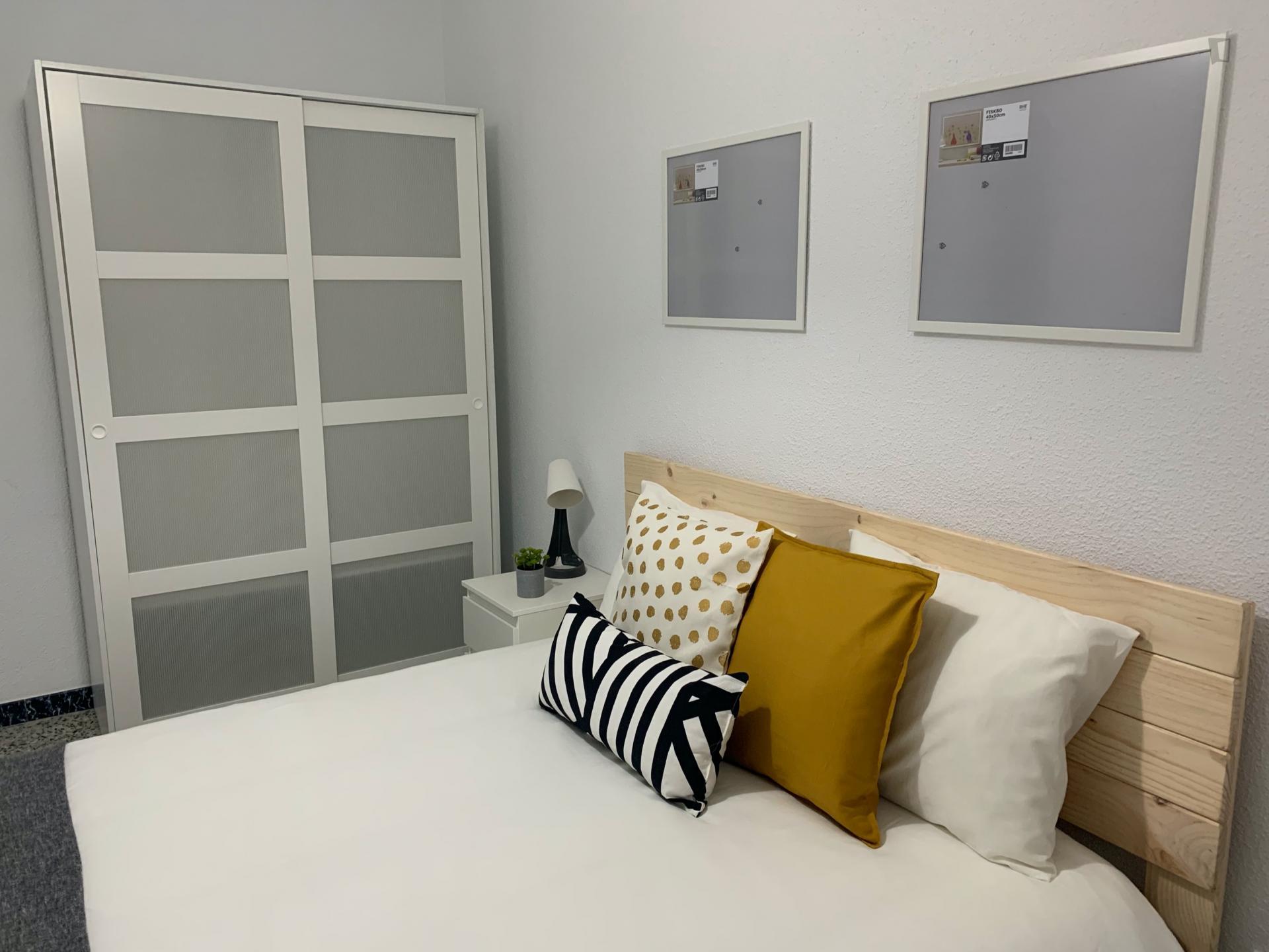 Morant - Double bedroom in a 3-bedroom apartment in Alicante