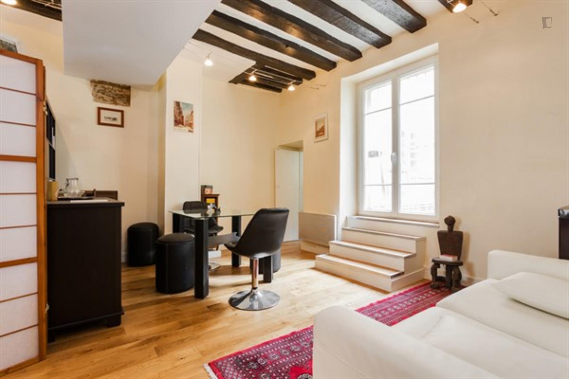 Laplace- Studio with outdoor area in Paris