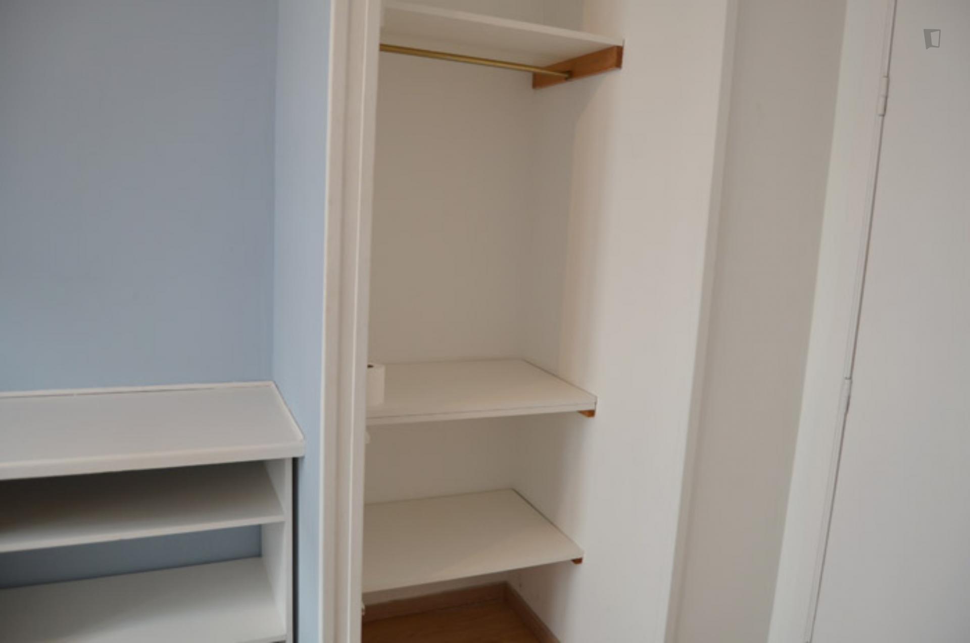 Constitution- Room in shared flat in Belgium