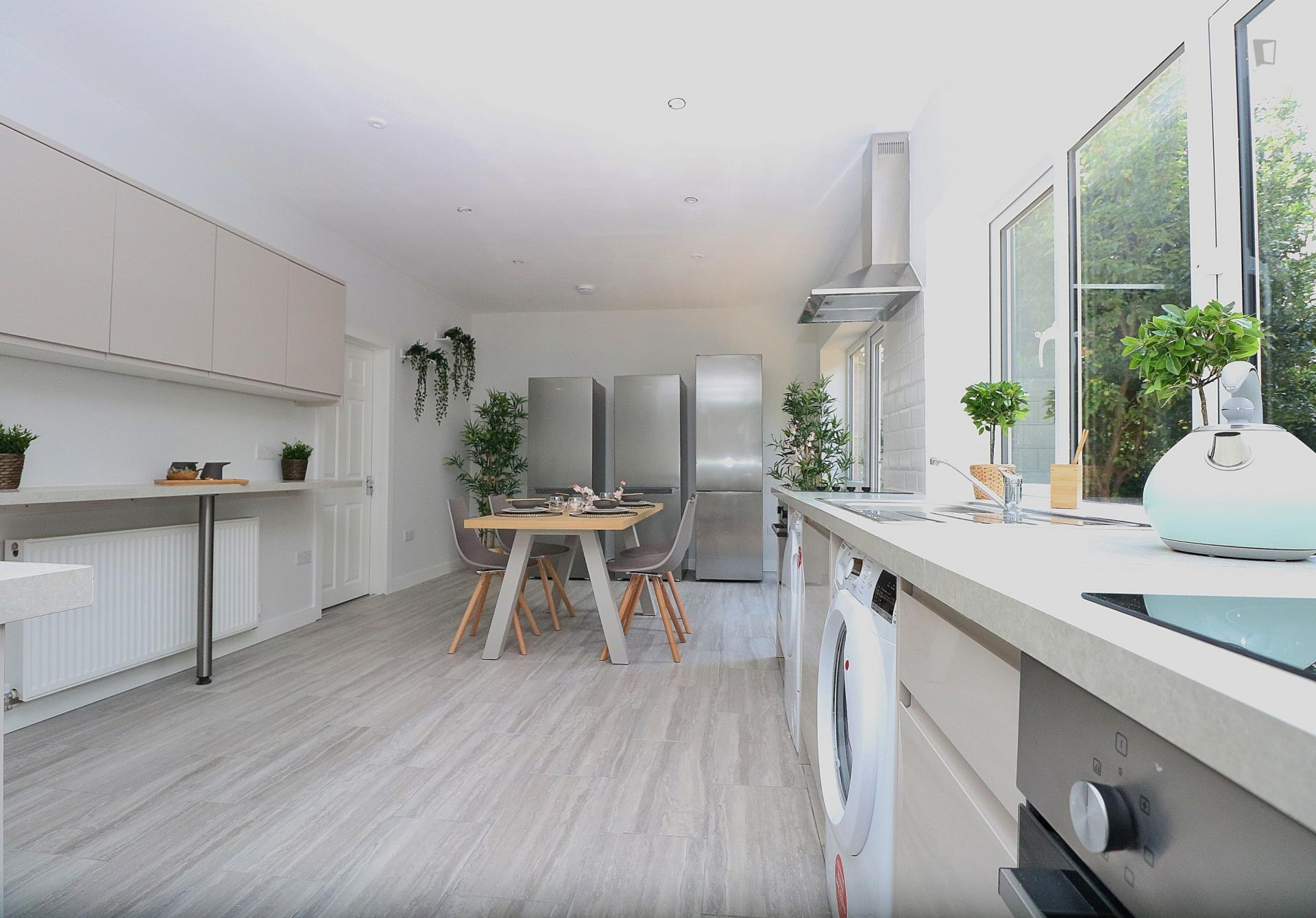 Place Lane- Beautiful functional Home in London