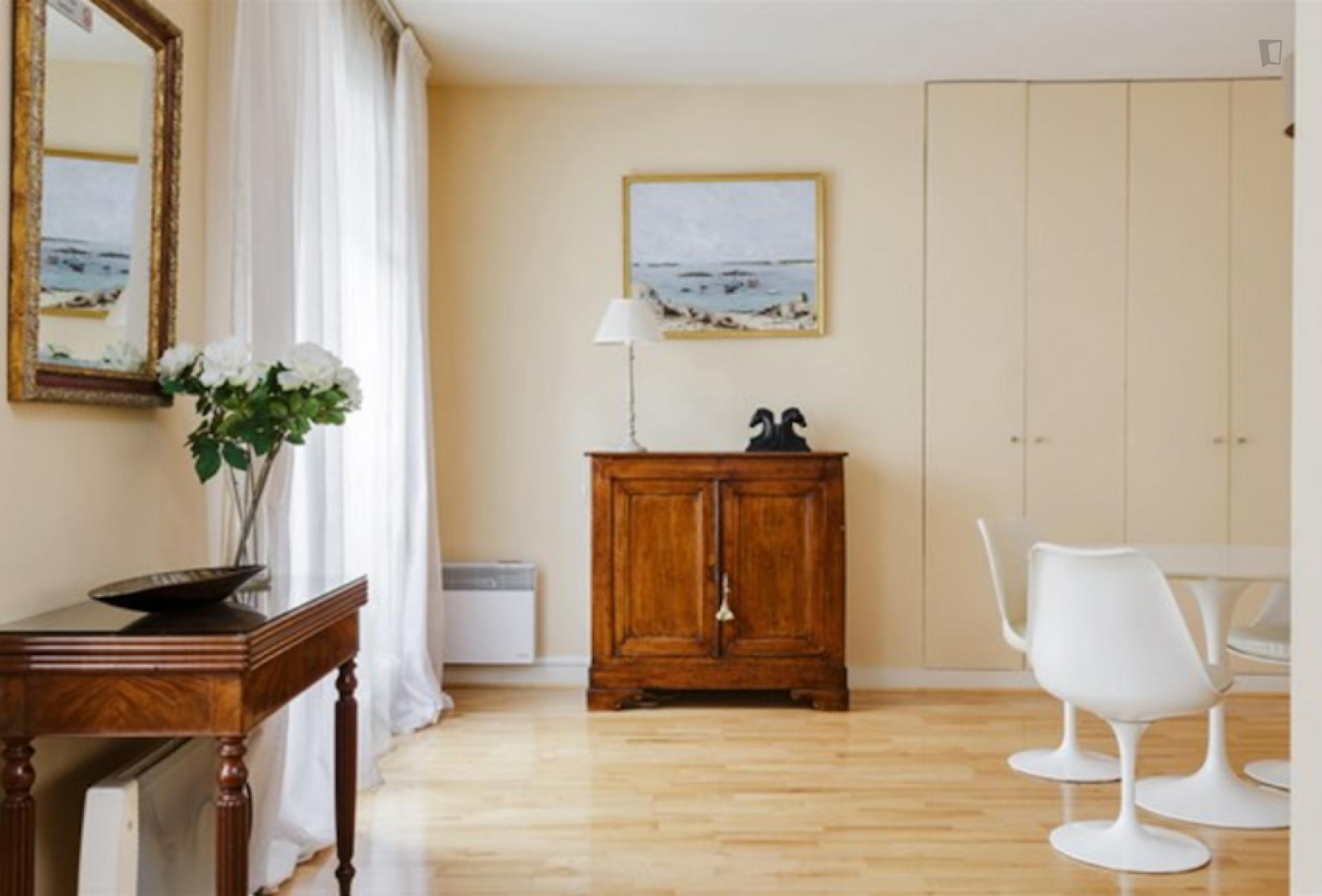Rue Galande- University Located Apartment in Paris