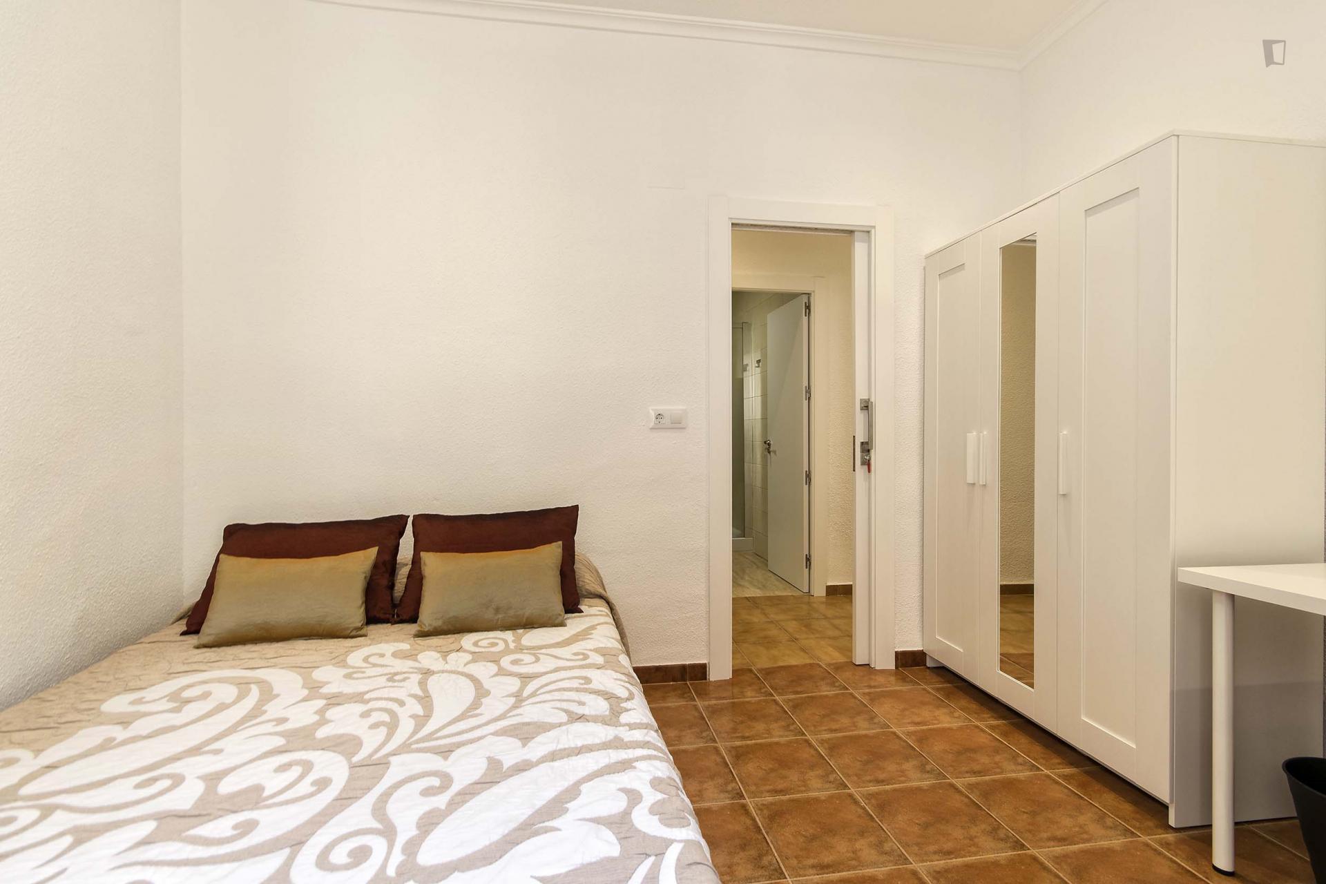 Valdes -Attractive double room in Alicante