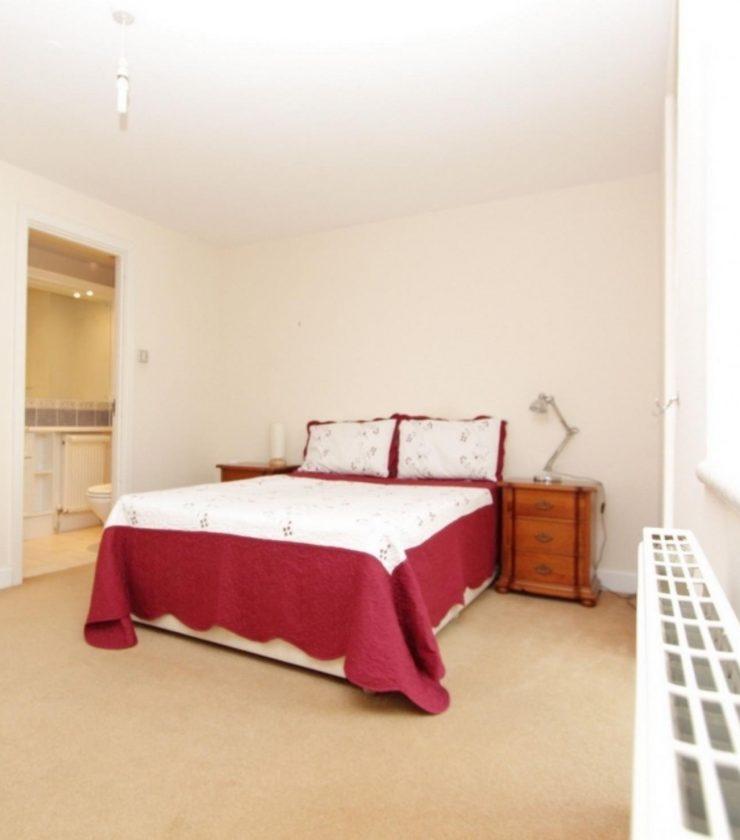 Jamestown - Large double ensuite bedroom in London