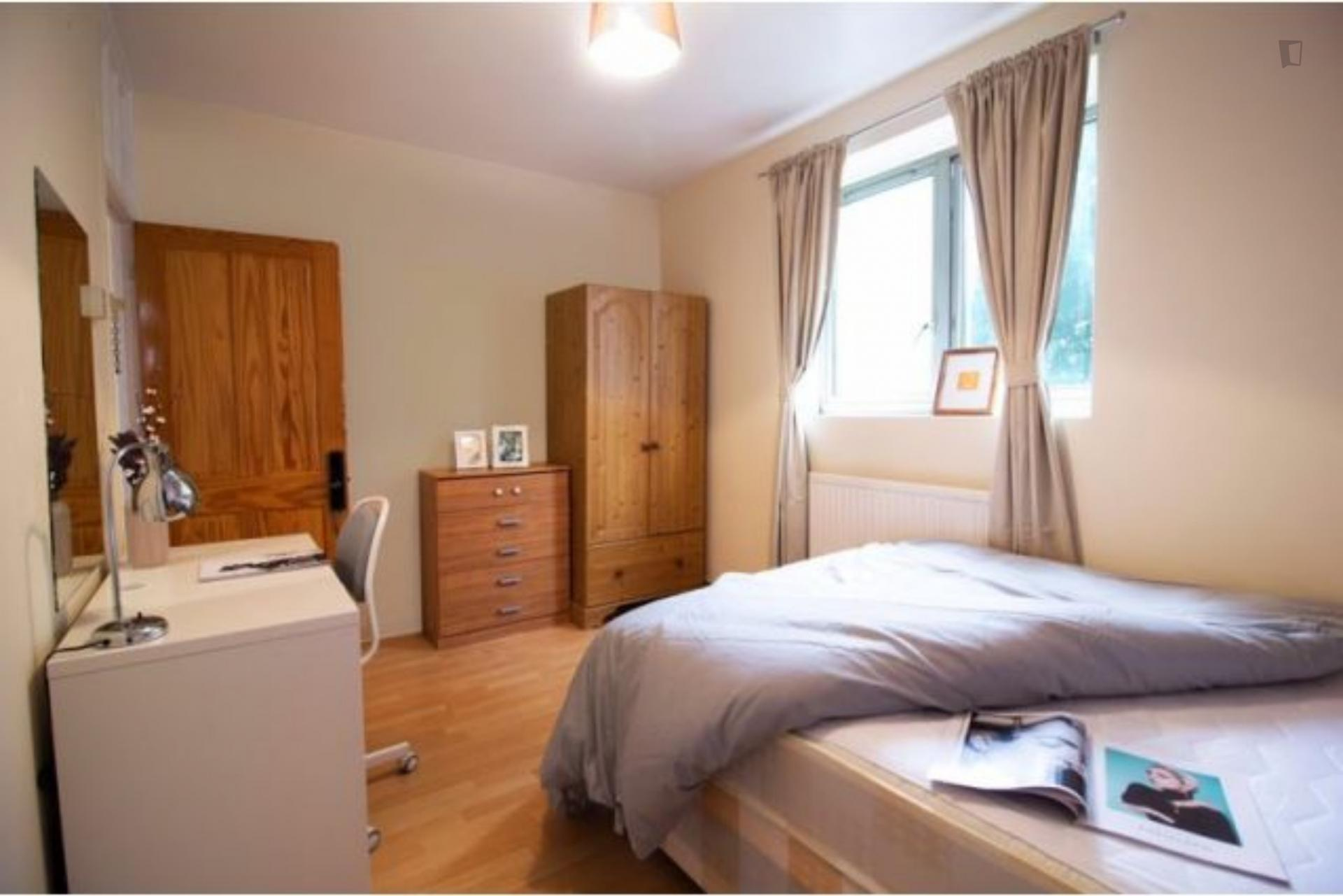 Wallwood - Furnished bedroom in London