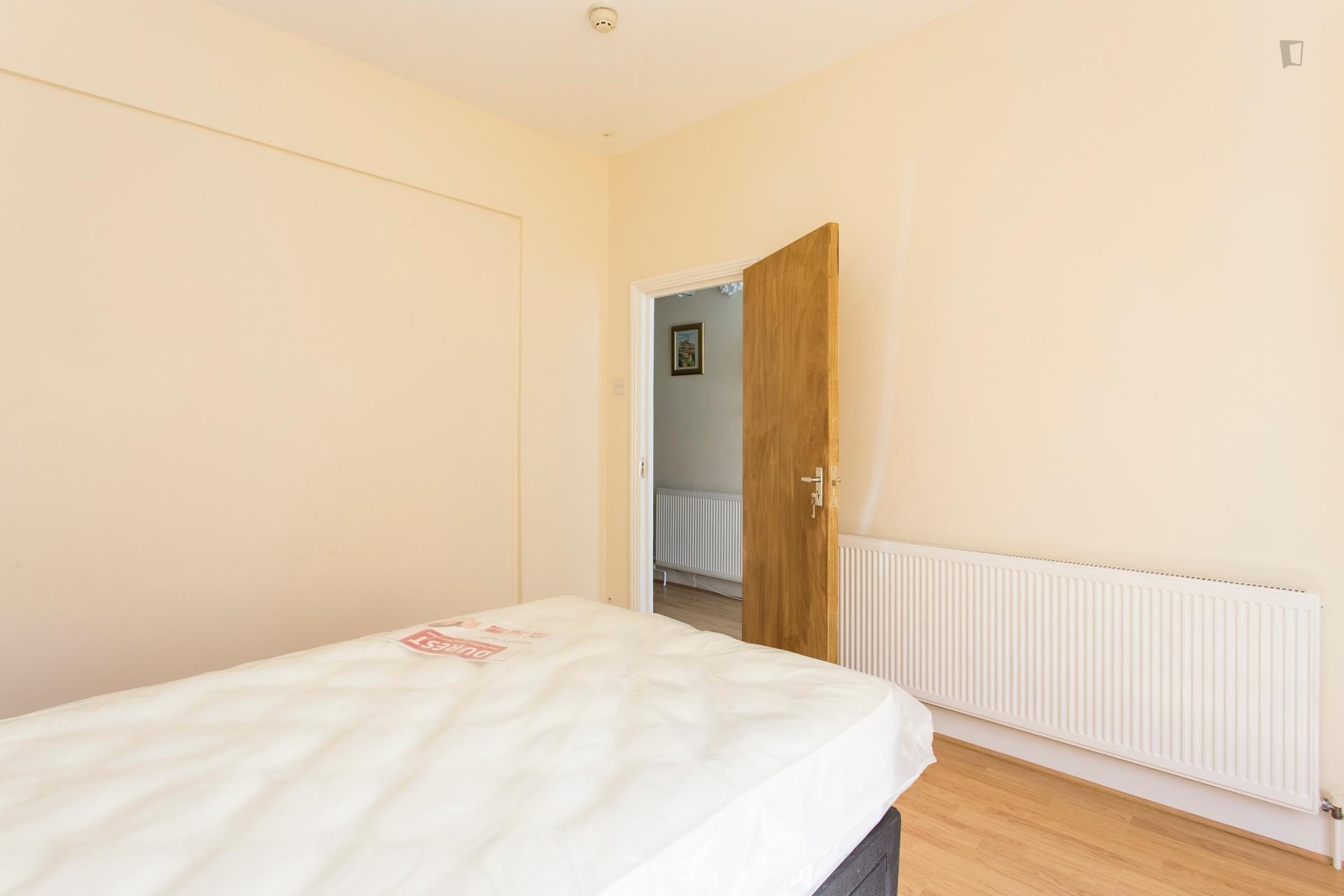 Reve Road - Entry ready bedroom in London