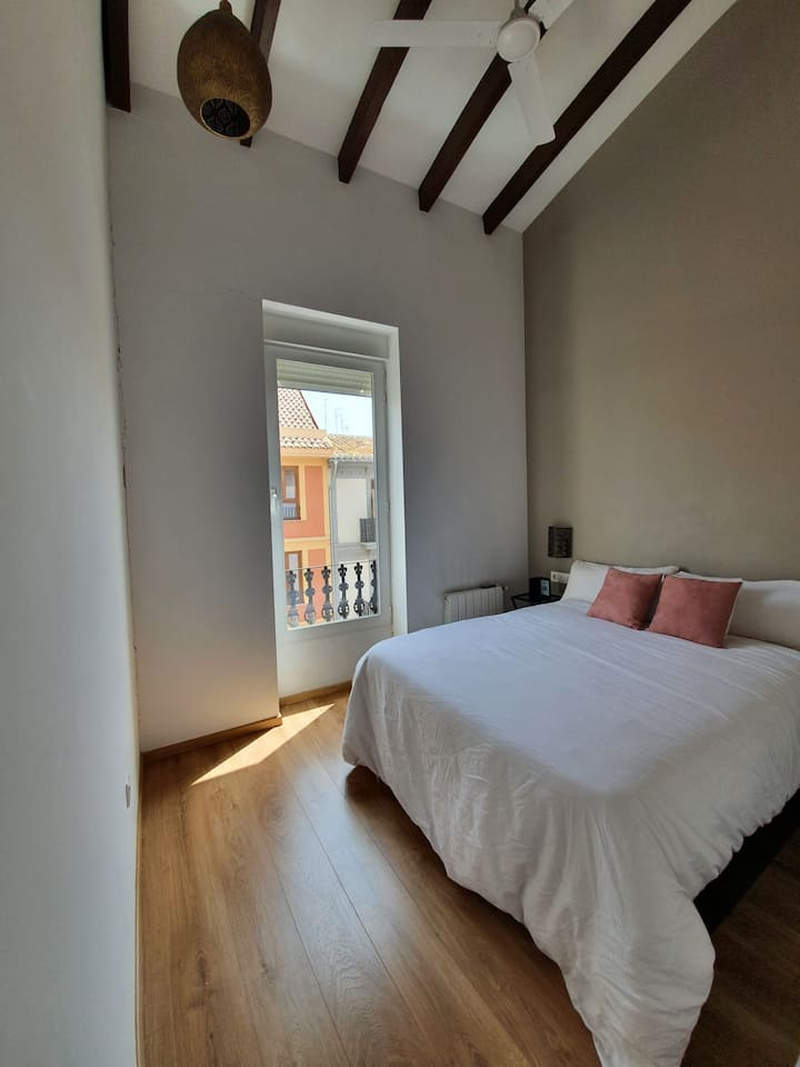 Turia - Refurbished and modern apartment in Valencia